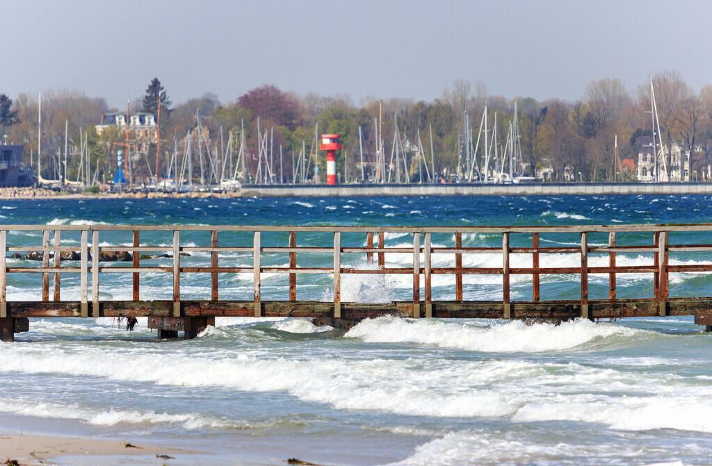Strand in Eckernförde | Wellen am Strand in Eckernförde