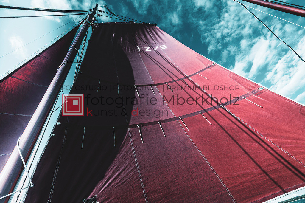 @Marko_Berkholz_mberkholz_MBE6817   Die Bildergalerie Zeesenboot   Maritim   Segel des Warnemünder Fotografen Marko Berkholz zeigt maritime Aufnahmen historischer Segelschiffe, Details, Spiegelungen und Reflexionen.