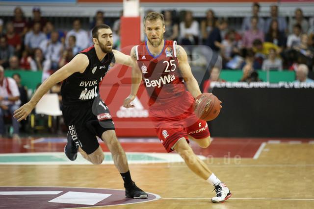 20160930_AF1DX_7653-2 | l-r: Zweikampf Jake ODUM #13 (S. Oliver Wuerzburg) Anton GAVEL #25 (FC Bayern Basketball) , FC Bayern Basketball vs. S. Oliver Wuerzburg, Basketball, Bundesliga, 30.09.2016
