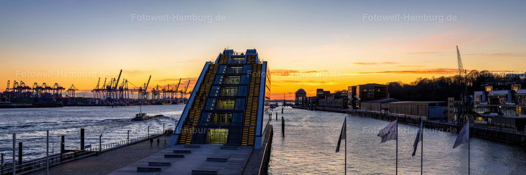 10210404 - Abendpanorama am Dockland | Wunderschöner Panoramablick über die Elbe am Dockland in Hamburg Altona.