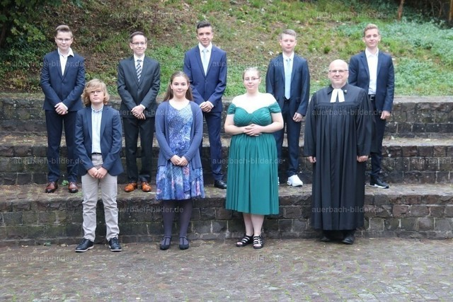 Konfirmation 2020_Pfarrer Achenbach_Gruppe 1