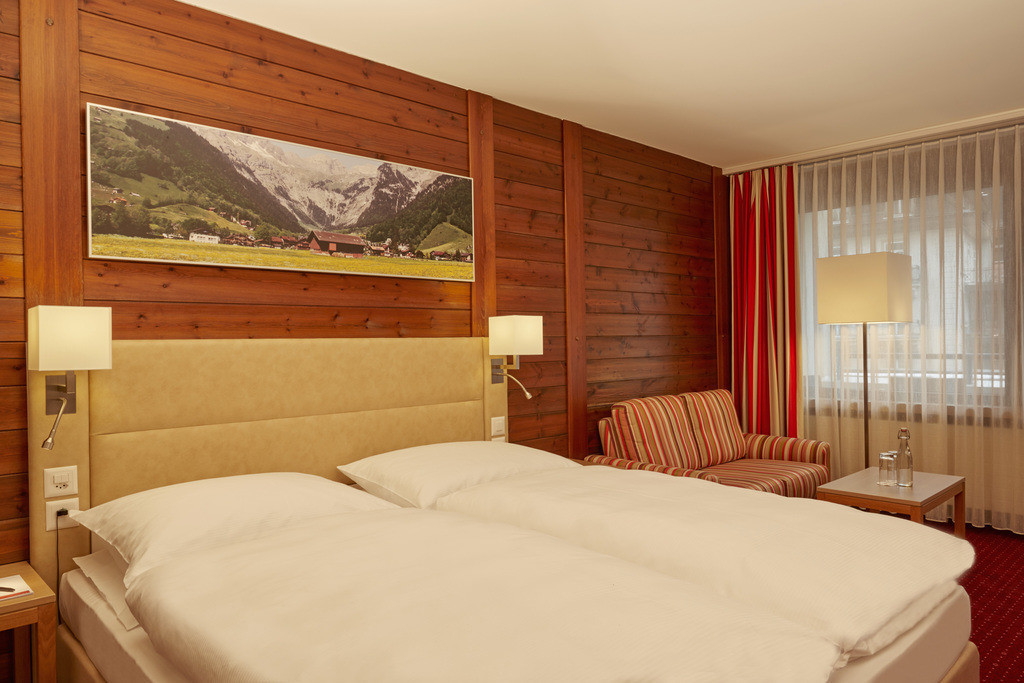 zimmer-komfort-doppelzimmer-01-hplus-hotel-engelberg