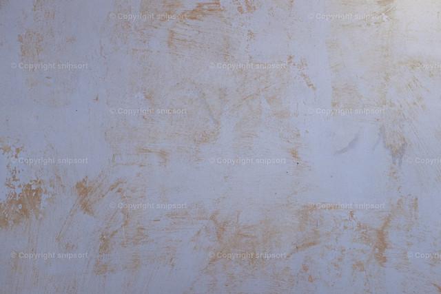 Wand ohne Tapeten | Detail einer Wand mit gelösten Tapeten.
