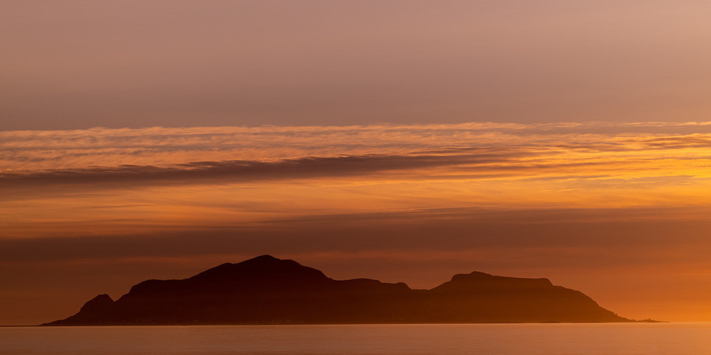 Island in the dawn | When the sunset creates some magic light in combination with the clouds