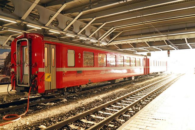 Bahnhof Chur | Zwei abgestellte Personenwagen im Bahnhof Chur.
