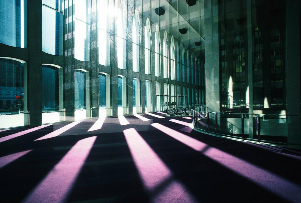 in memoriam 3 | Lichtstrahlen im Foyer im World Trade center, News York