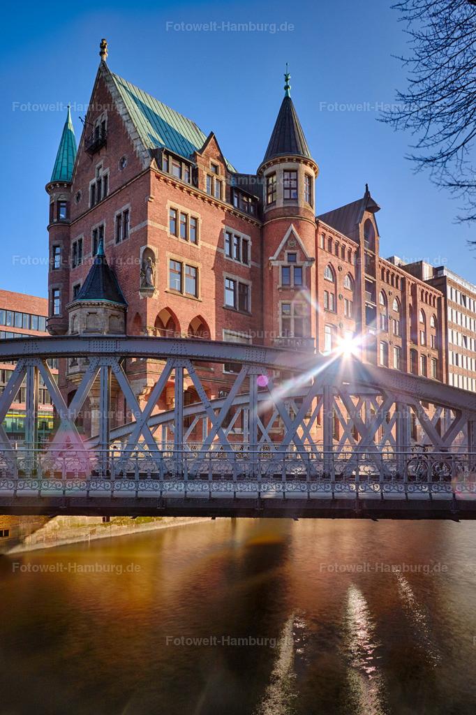 11744194 - Sonnenlicht in der Speicherstadt