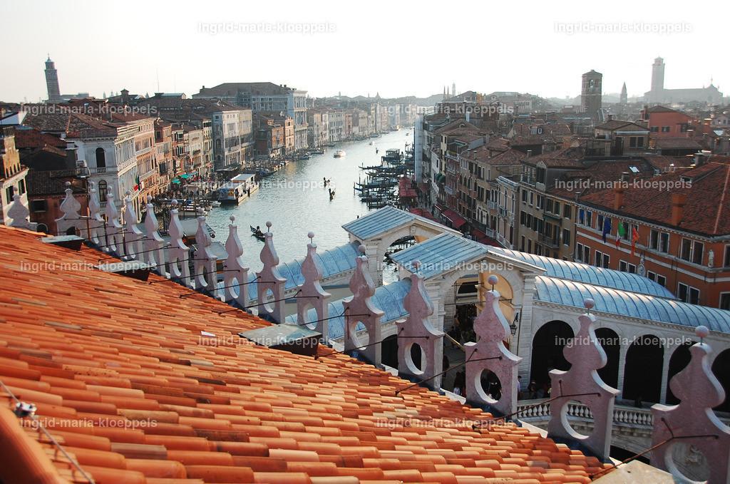 V143   Vom Dach des Tedeschi Kaufhauses
