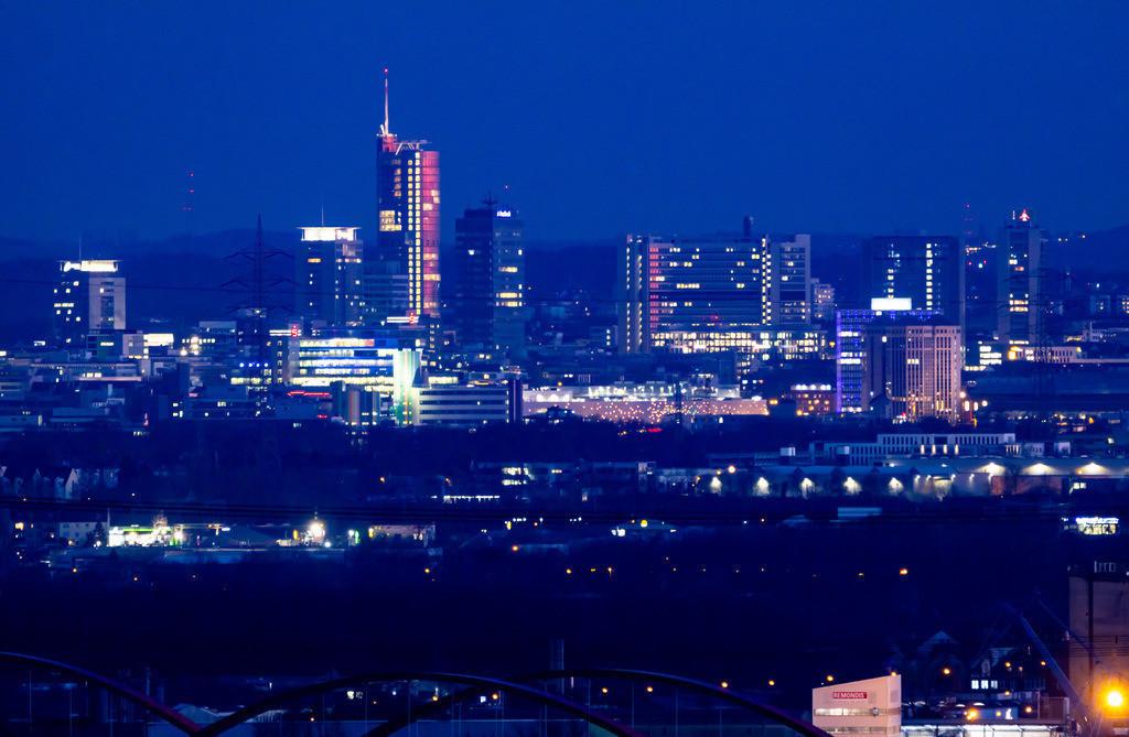 JT-190225-012   Skyline von Essen, Hochhäuser der Innenstadt, Mitte der RWE Tower,