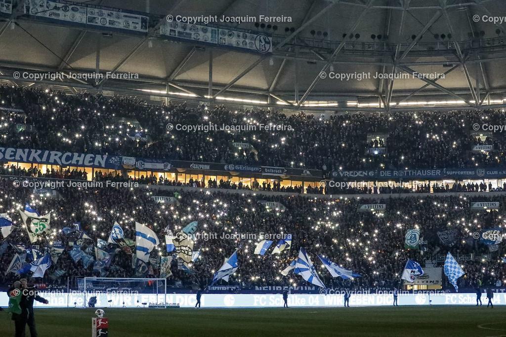 191215_schvssge_0042 | 15.12.2019 Fussball 1.Bundesliga, FC Schalke 04 - Eintracht Frankfurt  emspor  v.l.,  FC Schalke 04 Fans,Stimmung, Schals, Trikots, Emotionen, Nordkurve    (DFL/DFB REGULATIONS PROHIBIT ANY USE OF PHOTOGRAPHS as IMAGE SEQUENCES and/or QUASI-VIDEO)