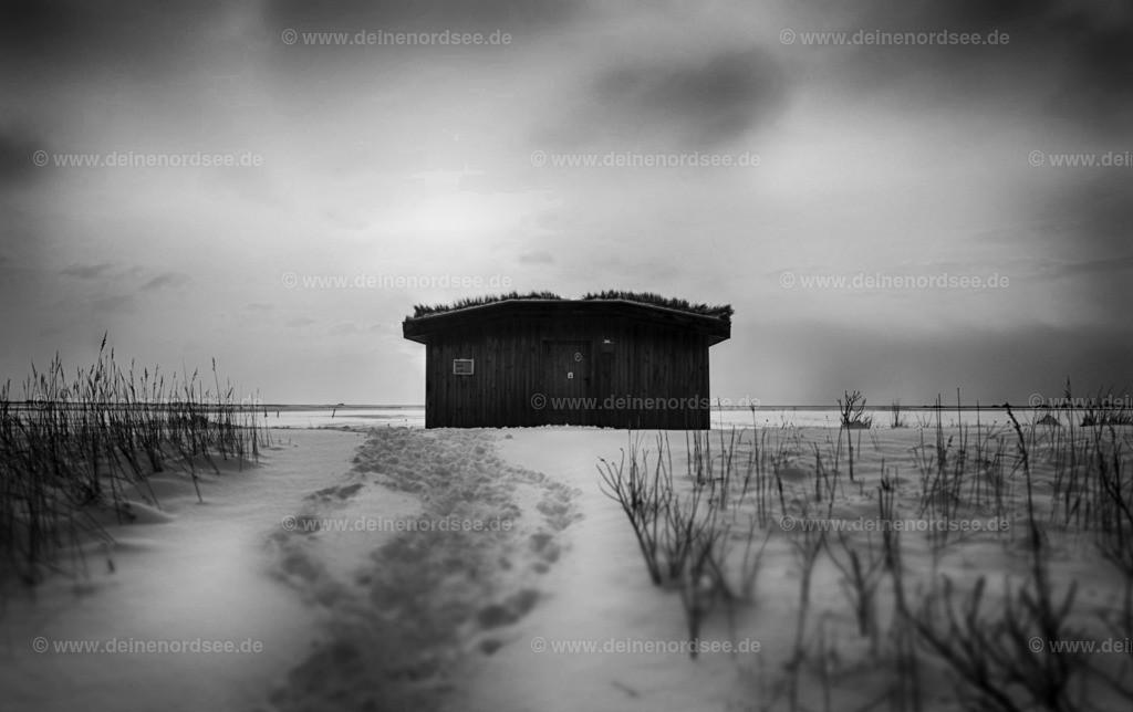 einsame Hütte im Schnee