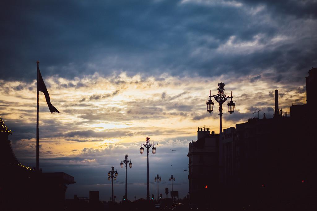 Brighton | Abendhimmel mit alten Straßenlaternen, Brighton, England