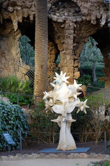 Park Güell Antoni Gaudís Garten-Parkanlage Casa-Museu Gaudí Skulptur im Garten | ESP, Spanien, Barcelona, 16.12.2018, Park Güell Antoni Gaudís Garten-Parkanlage Casa-Museu Gaudí Skulptur im Garten [2018 Jahr Christoph Hermann]