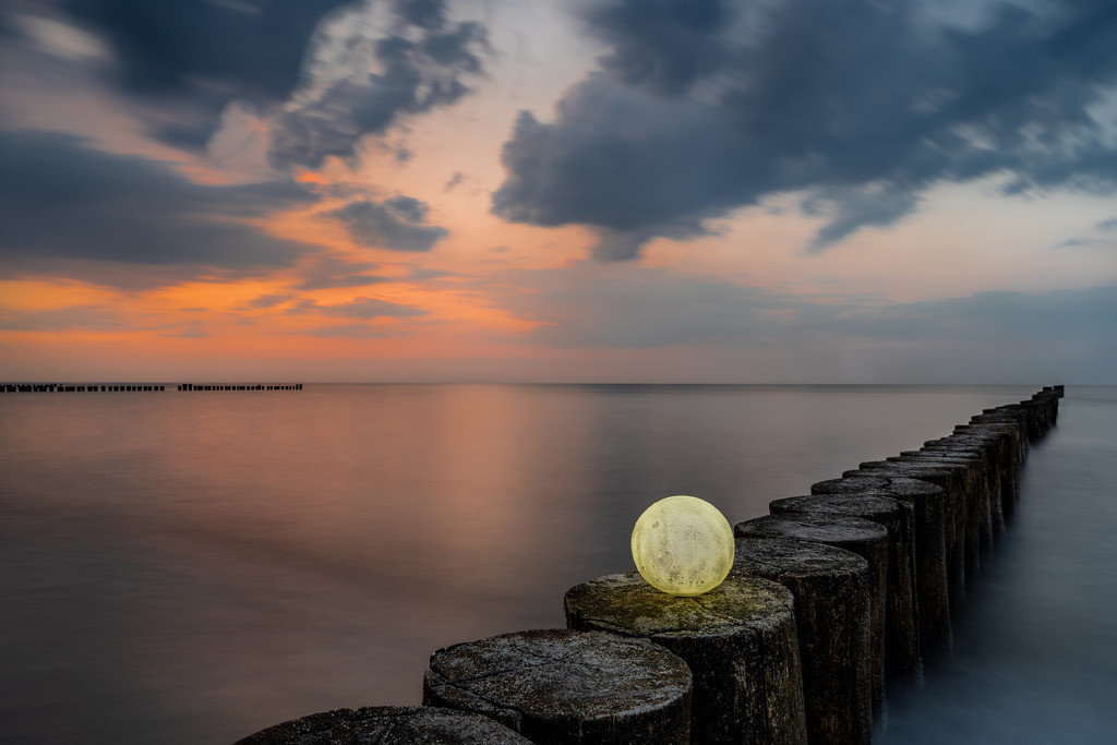 leuchtender Mond am Abend 1