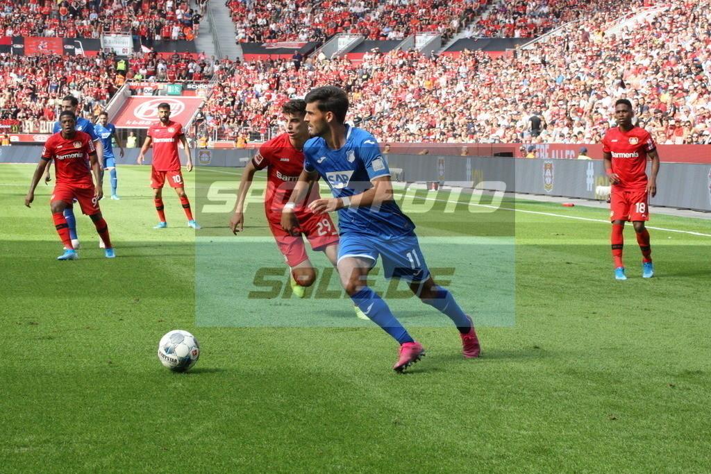 Bayer 04 Leverkusen - TSG 1899 Hoffenheim | Hoffenheims Florian Grillitsch verfolgt von Kai Havertz #29