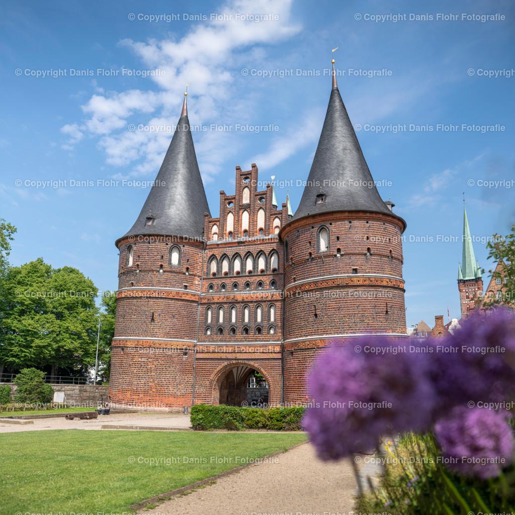 Holstentor im Sommer | Das Lübecker Holstentor