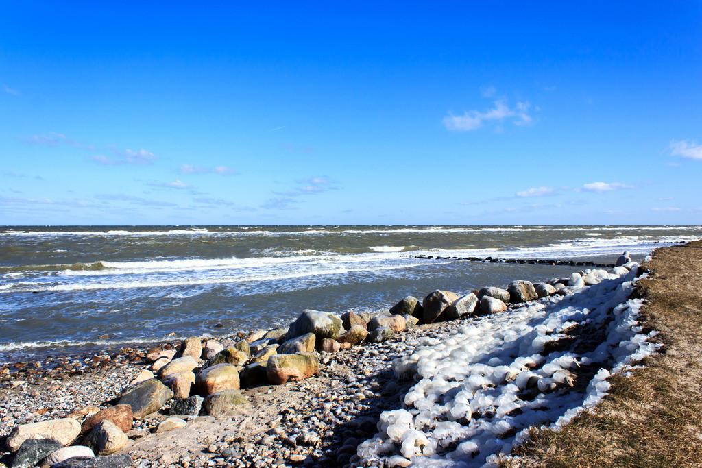 Strand in Hasselberg   Vereister Strand in Hasselberg