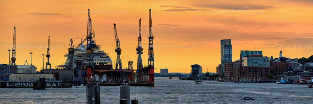 10190707 - Elbe im Abendlicht | Panoramablick über die Elbe auf den Hamburger Hafen von Dock Elbe 17 bis zur Fischauktionshalle Altona.