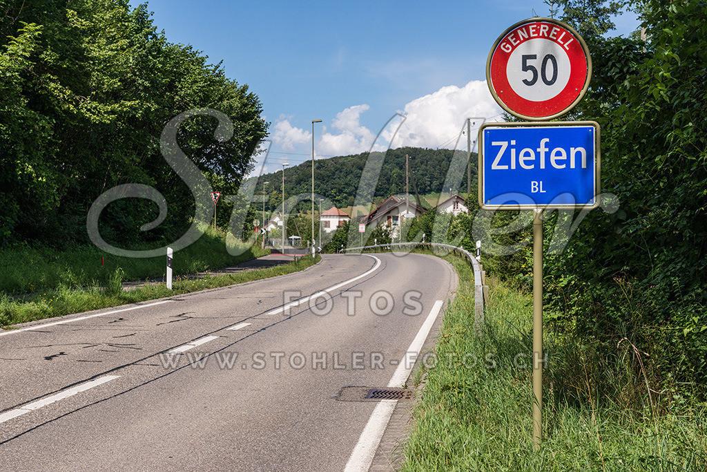 Ortstafel Ziefen (BL) | Ortstafel Süd, Ziefen im Kanton Baselland.