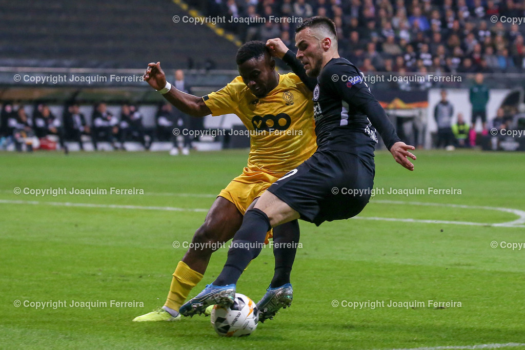 191024_sgevslie_0719 | 24.10.2019 Gruppenspiel Gruppe F UEFA Europa League Saison 2019/20 Eintracht Frankfurt - Standard Liege  emspor, emonline, despor, v.l., Collins Fai (Standard Liege),Filip Kostic  (Eintracht Frankfurt),Zweikampf, Action, Aktion, Battles for the Ball  Foto: Joaquim Ferreira (DFL/DFB REGULATIONS PROHIBIT ANY USE OF PHOTOGRAPHS as IMAGE SEQUENCES and/or QUASI-VIDEO)