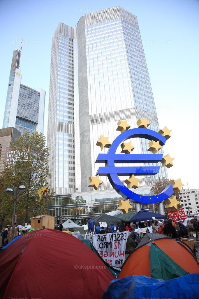 Occupy Frankfurt | Die Kapitalismusgegner von Occupy wollen das Frankfurter Bankenviertel blockieren.Die Frankfurter Anti Kapitalismus Bewegung.