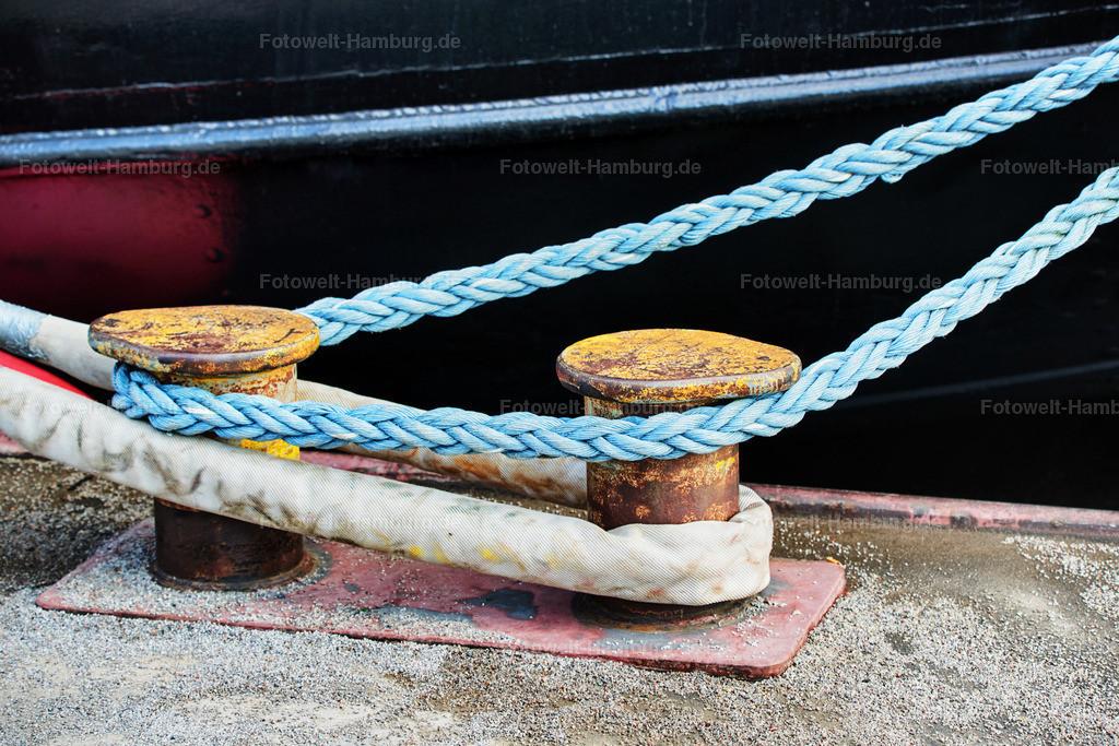 11988617 - Hafenpoller und Schiffstau