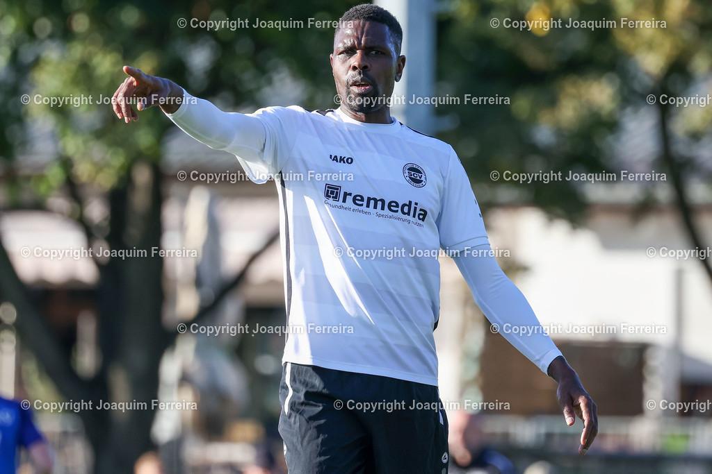 0551_3022 | 10.10.2020 Fussball Hessenliga SC Viktoria Griesheim - Hünfeld SV  v.l.,  Mohamadou