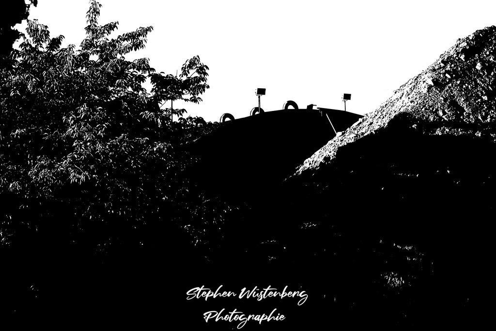 DSC00647LostPlaces_SembachShelterInside_6   Verfremdete Schwarzweiss-Aufnahmen eines Flugzeugbunkers (Shelter) auf dem Gelände des ehemaligen Militärflugplatzes Sembach Air Base. Bearbeitet wurden die Bilder mit GIMP.