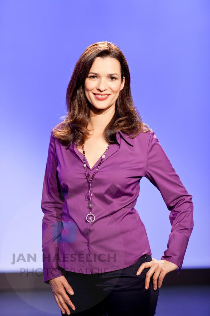 Julia-Niharika Sen | Fototermin mit Julia-Niharika Sen. Ab dem 6. Januar 2009 moderiert sie um 22:30 Uhr die Sendung