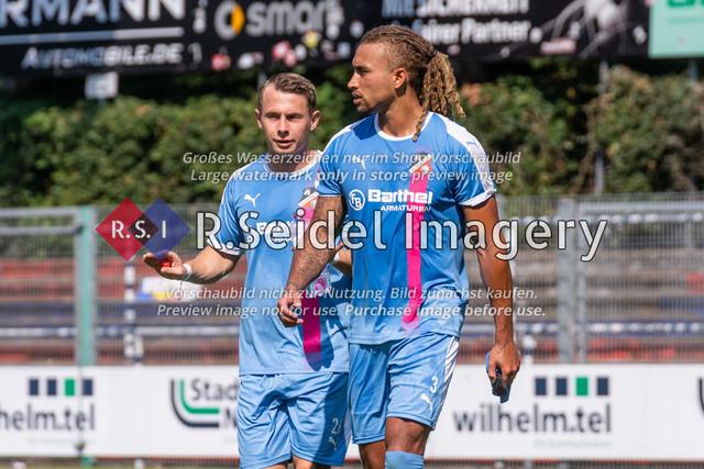 Halbzeitpause | Niklas Siebert (#26, AFC, Linkes Mittelfeld), Dallas Aminzadeh (#3, AFC, Innenverteidiger)