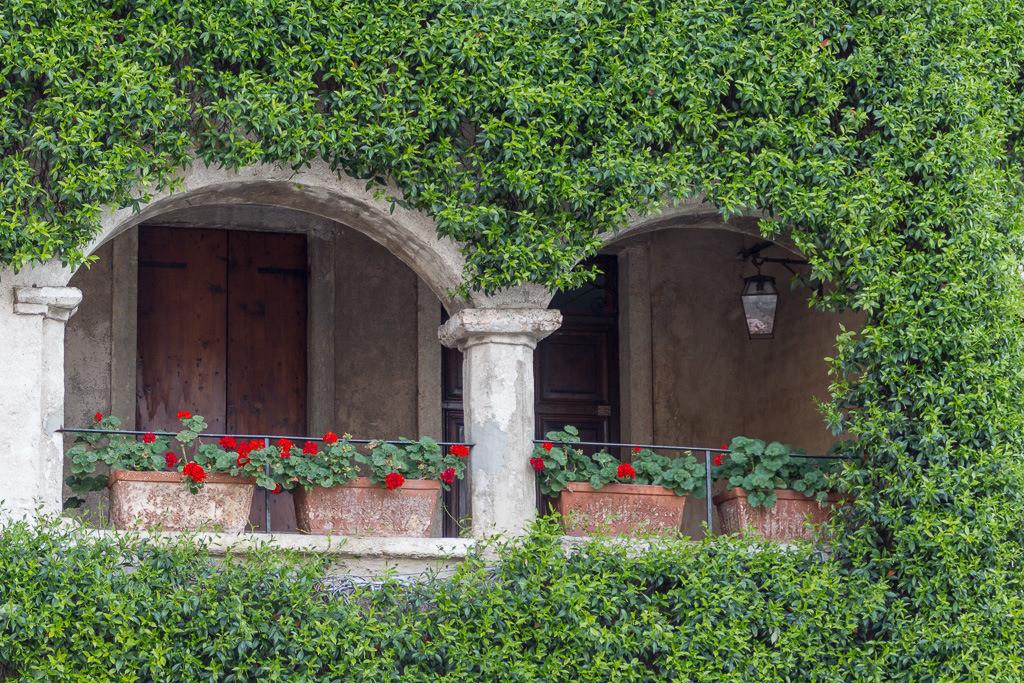 Hauseingang mit Balkon