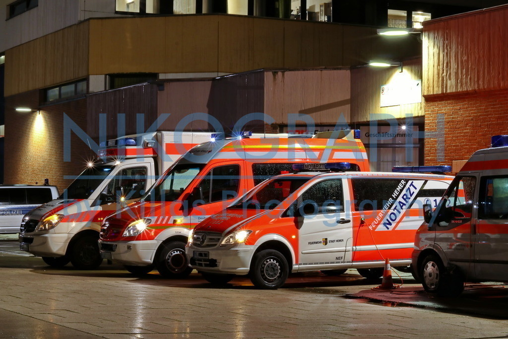 Rettungsmittelhalteplatz | Ein Rettungswagen, ein Krankenwagen, ein Notarzteinsatzfahrzeug und ein Kommandowagen am Rettungsmittelhalteplatz.