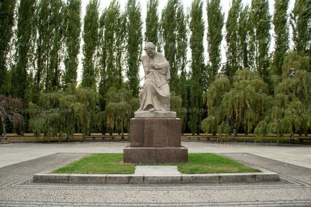 Sovjetisches Ehrenmal Berlin Treptow   Sovjetisches Ehrenmal Berlin Treptow