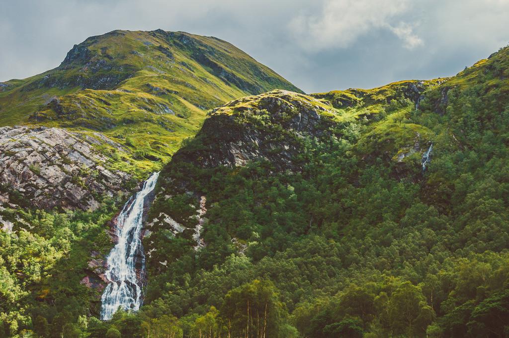 Highlands, Schottland | Steall Falls, Nähe Ben Nevis, Nähe Loch Leven, Highlands, Schottland