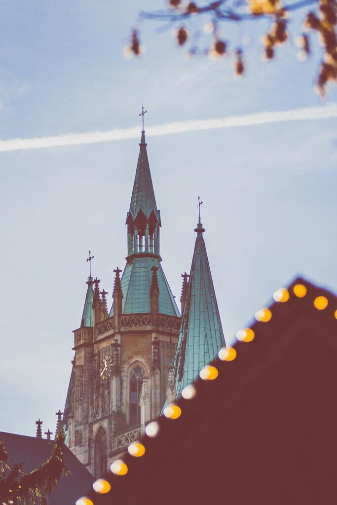 Weihnachtsmarkt mit Erfurter Dom