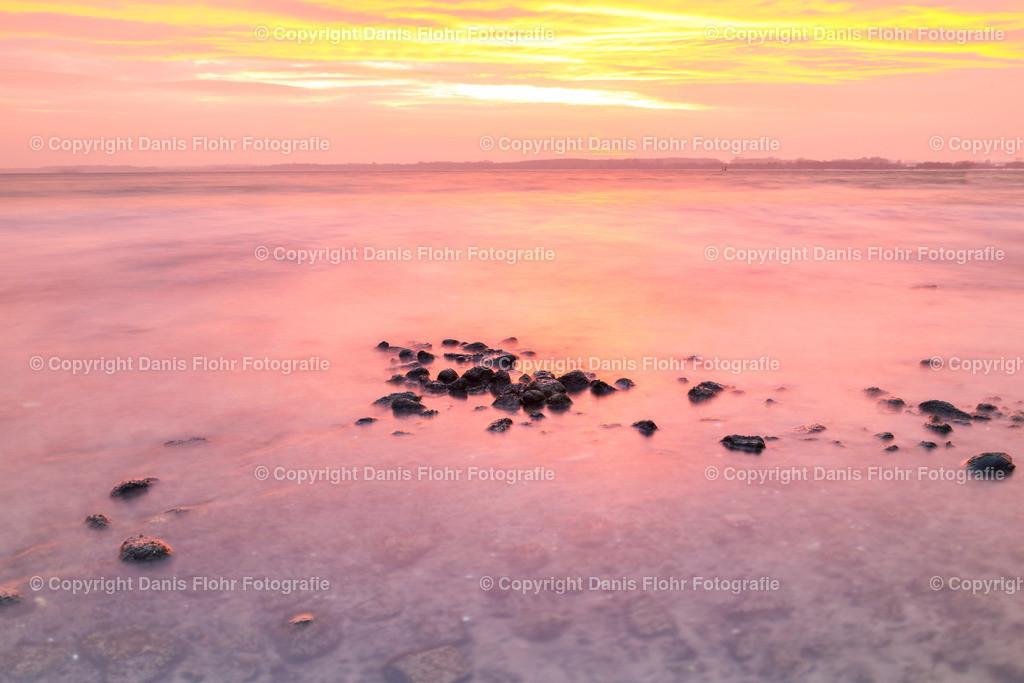 Rosa | Ein Sonnenaufgang taucht die Ostsee in wunderschönes Rosa und Gold