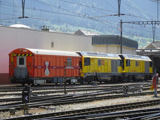 RhB Gmf 4/4 II D2 & RhB Gmf 4/4 II D1   Beide Loks stehen mit einem Hilfswagen vor dem Depot in Landquart.