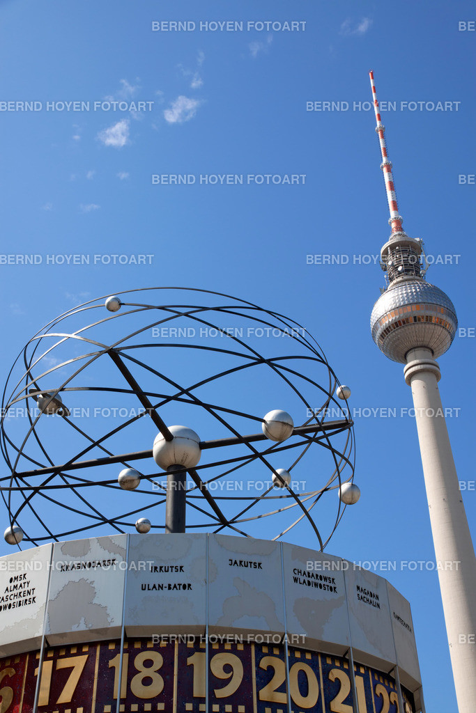 timeless | Weltzeituhr und Fernsehturm in Berlin, Deutschland. | World Clock and Television Tower in Berlin, Germany.