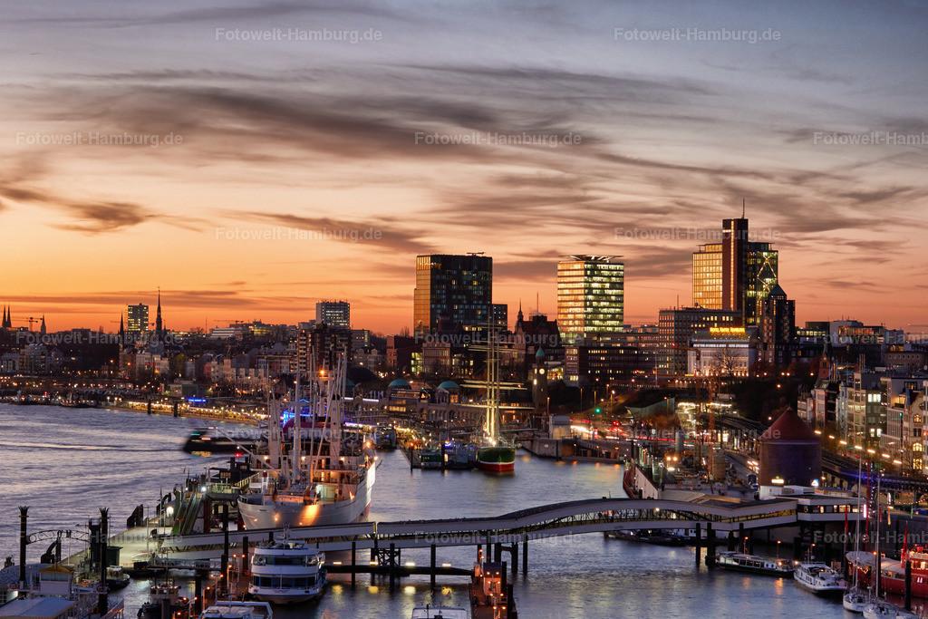 11889099 - Abendlicht über Hamburg   Blick von der Elbphilharmonie Richtung St.Pauli und Altona