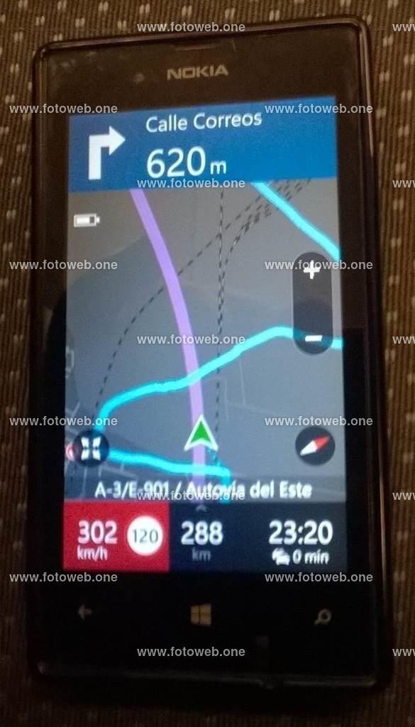 AVE Valencia Madrid | ACHTUNG Nicht nachmachen und schon gar nicht bei 120 km/h , es sei denn man ist auf dem Richtigen weg.