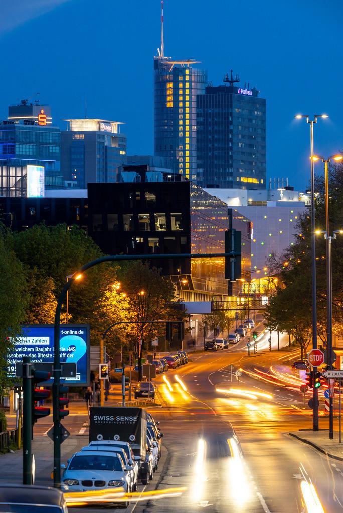 JT-190417-138   Essen, Innenstadt, Segerothstrasse, RWE Turm, Einkaufszentrum Limbecker Platz, Funke Mediengruppe, Postbank, Evonik, Sparkasse,