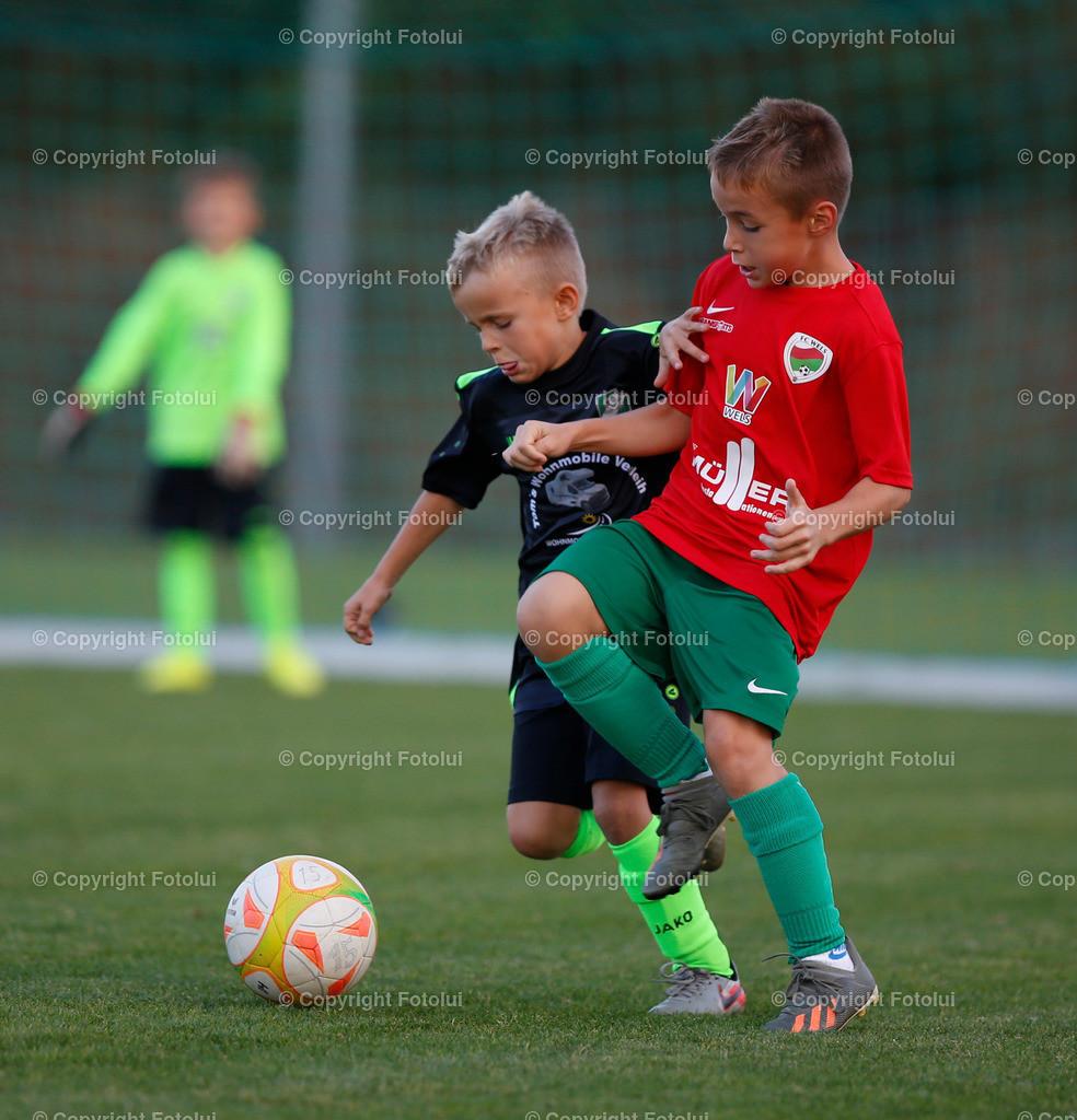 A_LUI27092021_39   SPORT,FUSSBALL, FC WELS_SC HOERSCHING U 9 27.09.2021 IM BILD: SCHWARZ (HOERSCHING) UND ROT (FC WELS )FOTO:FOTOLUI