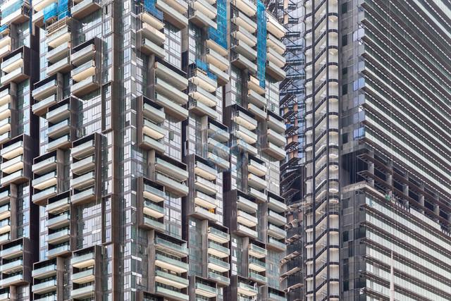 Singapur Hochhausfassaden Detail Verglasung, Balkone, Treppenaufgang   SGP, Singapur, 19.02.2017, Singapur Hochhausfassaden Detail Verglasung, Balkone, Treppenaufgang © 2017 Christoph Hermann, Bild-Kunst Urheber 707707, Gartenstraße 25, 70794 Filderstadt, 0711/6365685;   www.hermann-foto-design.de ; Contact: E-Mail ch@hermann-foto-design.de, fon: +49 711 636 56 85