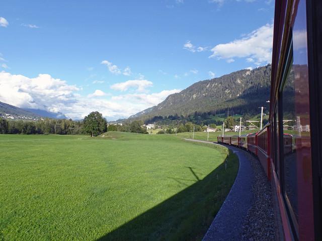 RhB Ge 4/4 II 618 | Der Regionalzug kommt aus Disentis und ist auf dem Weg nach Illanz.