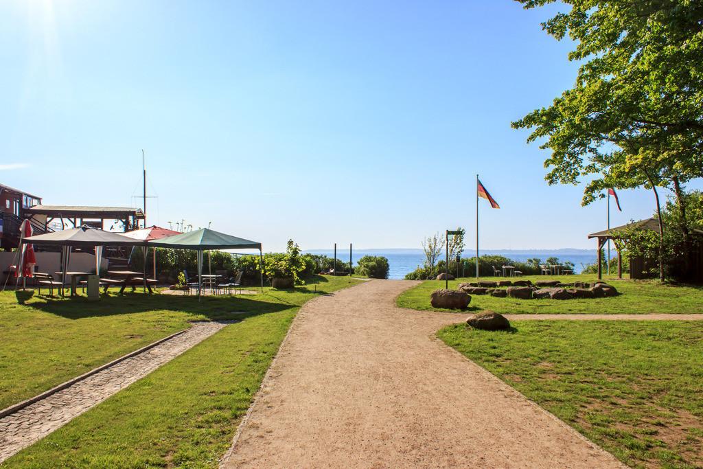 Weg zum Strand in Kleinwaabs | Weg zum Strand in Kleinwaabs im Frühling