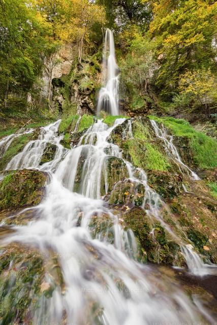 Uracher Wasserfall   Der Uracher Wasserfall bei Bad Urach ist mit 37 m der höchste Wasserfall der Schwäbischen Alb und ein sehr schönes Naturschauspiel.