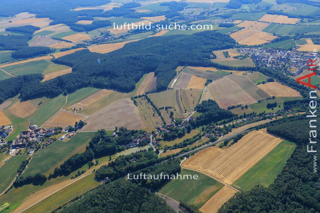 oberstrahlbach-neustadt-2015-95   Luftbild von Oberstrahlbach Neustadt - Luftaufnahme wurde 2015 von https://frankenair.de mittels Flugzeug (keine Drohne) erstellt - die Geschenkidee