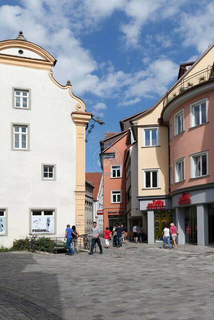 Ravensburg Innenstadt Architekturdetails   DEU, Deutschland, Ravensburg, 08.07.2012 Ravensburg Innenstadt Architekturdetails [© 20xx Christoph Hermann, Bild-Kunst Urheber 707707, Karlstrasse 94, 70794 Filderstadt, 0711/6365685;   www.hermann-foto-design.de ; Contact: E-Mail ch@hermann-foto-design.de, fon: +49 711 636 56 85,  ]