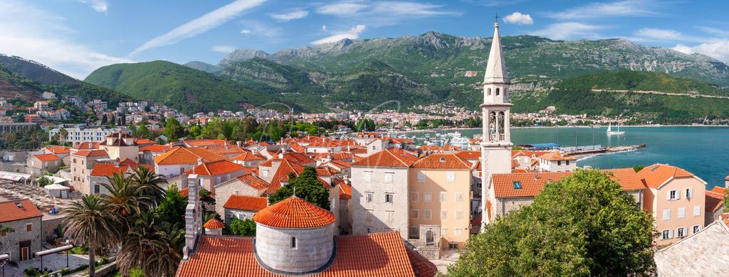 Budva   Panorama über den Dächern von Budva