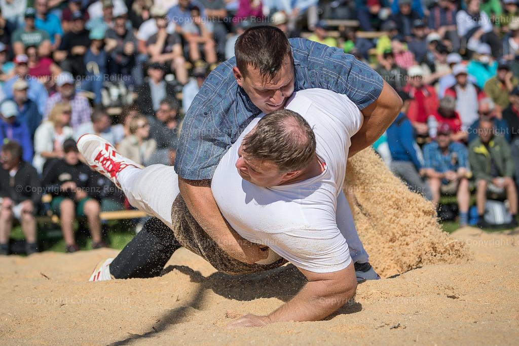 Schwingen -  Rigi Schwinget 2019   Rigi Staffel, 14.7.19, Schwingen - Rigi Schwinget. Fankhauser Erich (O, Hasle LU) gegen Notz Beni (Güttingen) (Lorenz Reifler)